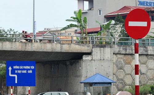 HN: Đường mới thông bỏ không, dân vô tư đi ngược chiều - 5
