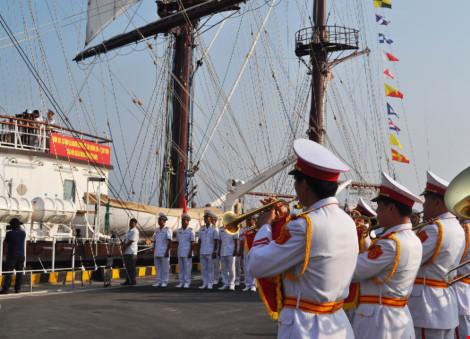 Hải quân VN đưa tàu buồm hiện đại nhất TG vào sử dụng - 1