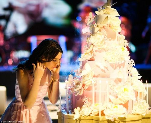 Bữa tiệc sinh nhật của hot girl ngốn hết 130 tỷ đồng - 2