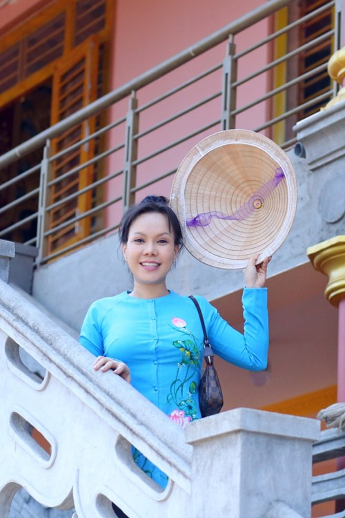 Danh hài Việt Hương khiến người nghèo Đồng Nai xúc động - 15