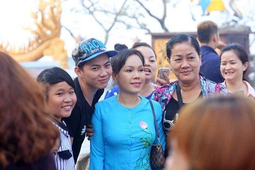 Danh hài Việt Hương khiến người nghèo Đồng Nai xúc động - 3