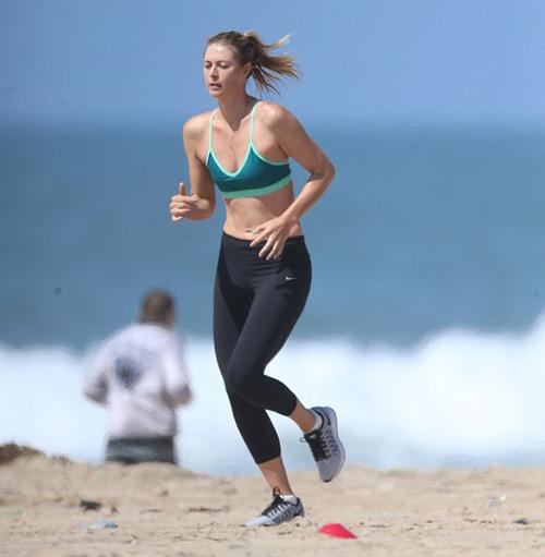 """Sharapova tung tăng xuống biển chờ """"thoát án"""" - 3"""