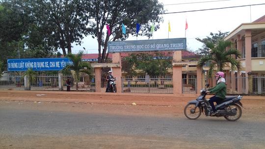 GĐ Công an tỉnh: Xử lý nghiêm thiếu tá mang súng vào trường - 2