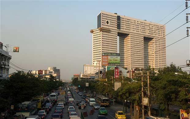 Những tòa nhà chọc trời có hình thù kỳ dị nhất thế giới - 3