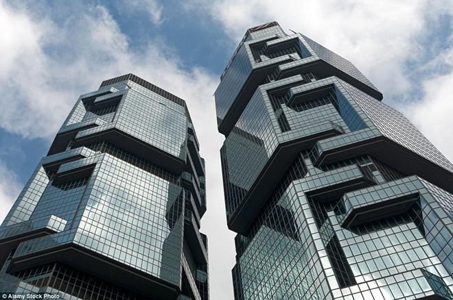 Những tòa nhà chọc trời có hình thù kỳ dị nhất thế giới - 5