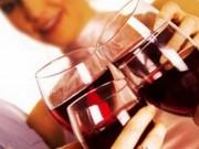 Sức khỏe đời sống - 8 hậu quả từ việc uống rượu, bia trước khi ngủ