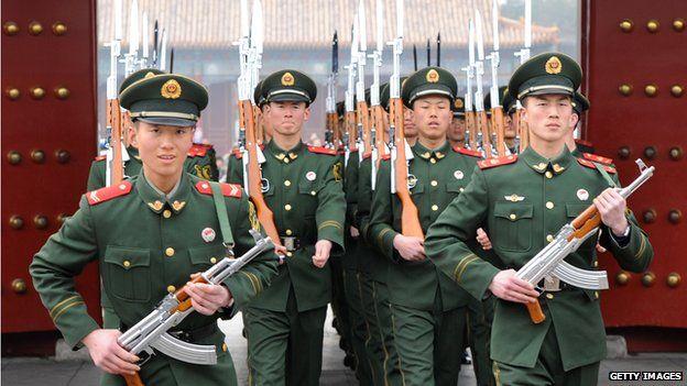 Trung Quốc đang mạo hiểm chạy đua quân sự với Mỹ - 1