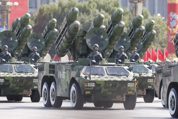 Trung Quốc đang mạo hiểm chạy đua quân sự với Mỹ - 2