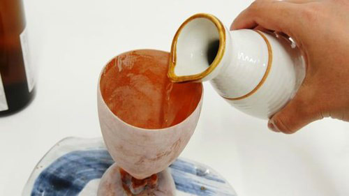 Đàn ông Nhật thích mê cốc uống rượu làm từ... mực nướng - 2