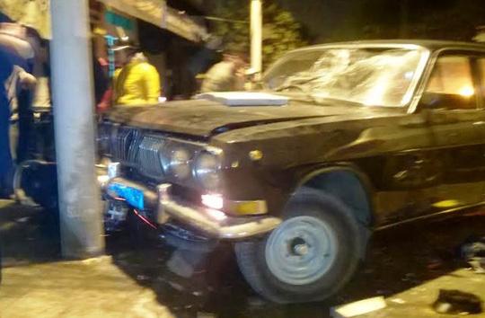 Xe biển xanh điên cuồng tông nhiều xe máy, 3 người bị thương - 1