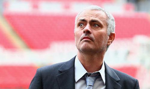"""Tiết lộ: Van Gaal """"sa lầy"""", Mourinho nóng lòng tới MU - 1"""