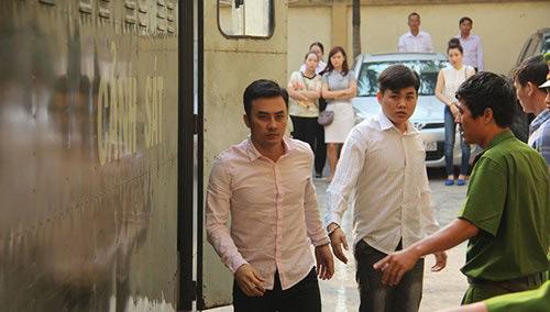 Đang xét xử nhóm cầu thủ CLB bóng đá Đồng Nai bán độ - 2