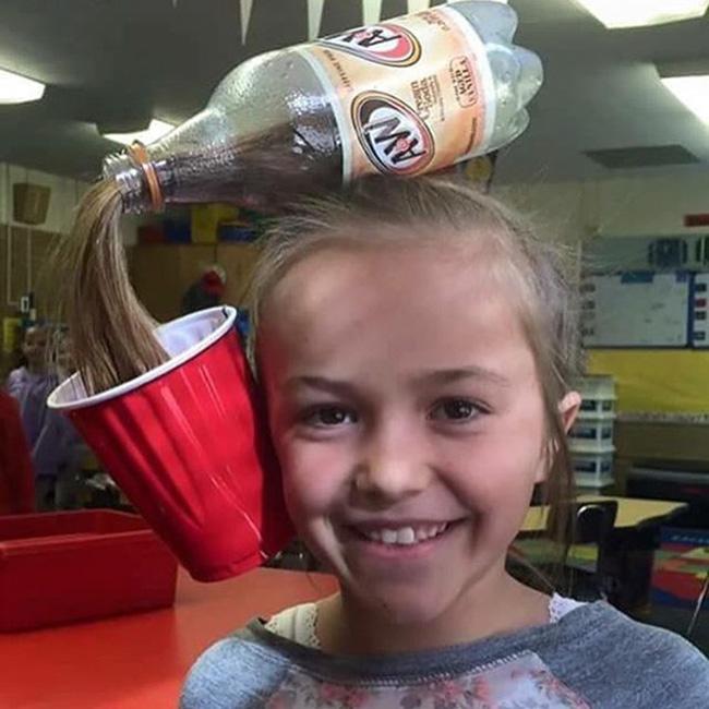 """Có ai muốn uống  """" nước tóc """"  không nào?"""