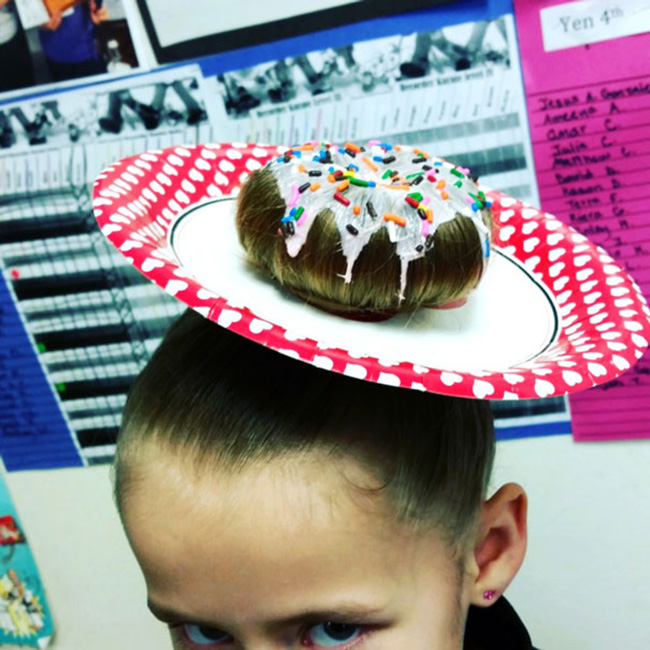 Bánh donut làm từ tóc luôn sẵn sàng phục vụ.