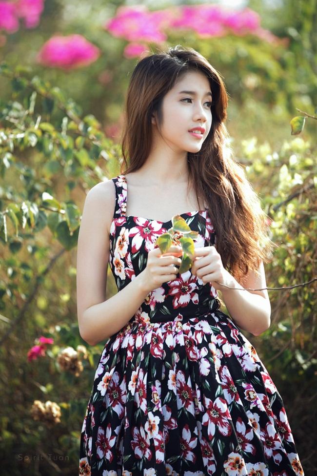 Đồng Thanh Vy sinh năm 1993, cao 1m71 với số đo 83-61-89.