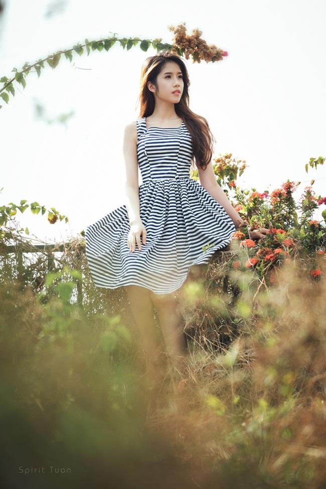 Người đẹp sinh ra và lớn lên ở Tây Ninh nhưng lại theo học Cao đẳng Kế toán Hà Nội.
