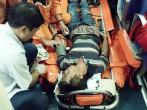 Tin tức Việt Nam - Cứu ngư dân bị chân vịt chém đứt lìa tai trên biển