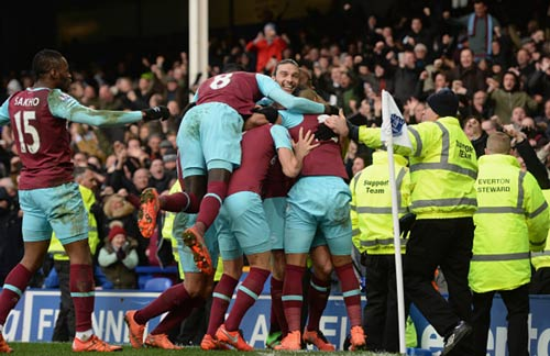 Everton – Chelsea: Chỗ bám víu cuối cùng - 1