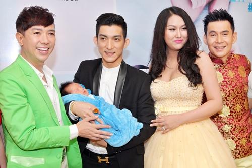 Phi Thanh Vân lần đầu khoe con trai - 3