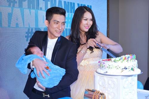 Phi Thanh Vân lần đầu khoe con trai - 13