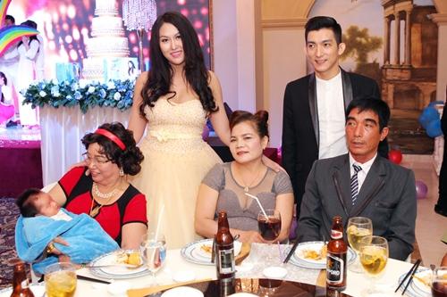 Phi Thanh Vân lần đầu khoe con trai - 12
