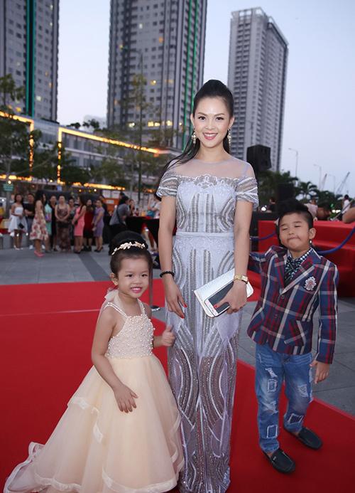 Bà xã xinh đẹp, kín tiếng của vợ các tài tử màn ảnh Việt - 1