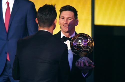 So tài Ronaldo-Messi: Tránh M10, CR7 nên bỏ Real (P3) - 1