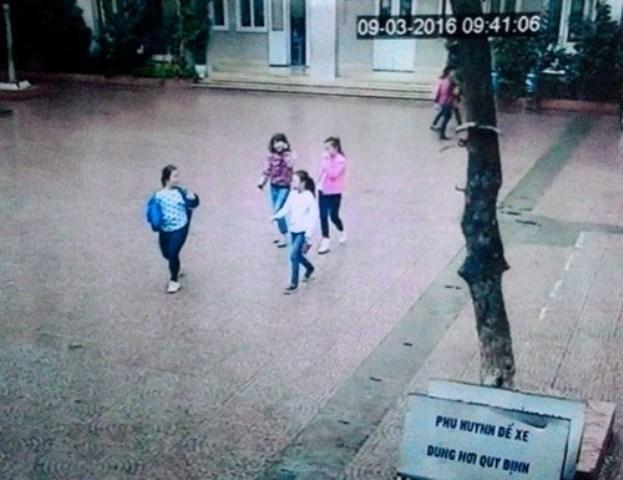 4 bé gái tiểu học rủ nhau trốn nhà đi… xin việc - 1
