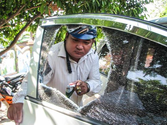 Phá kính ô tô để trộm tài sản: Chỉ mất... 2 giây - 1