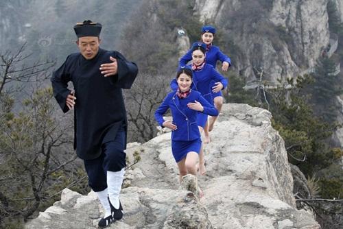 Tiếp viên hàng không lên núi học võ luyện can đảm - 2