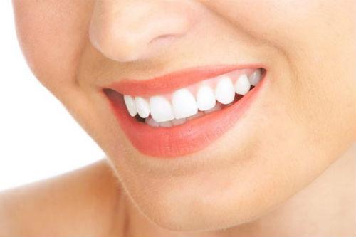 Tẩy trắng răng bằng gì