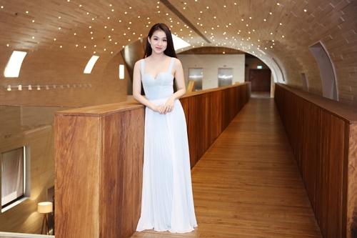 Hoa hậu Thùy Lâm xinh như thiên thần - 1