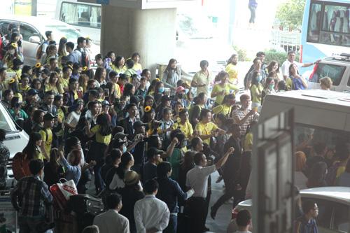 T-ara hoảng sợ vì fan Việt gây náo loạn sân bay - 6