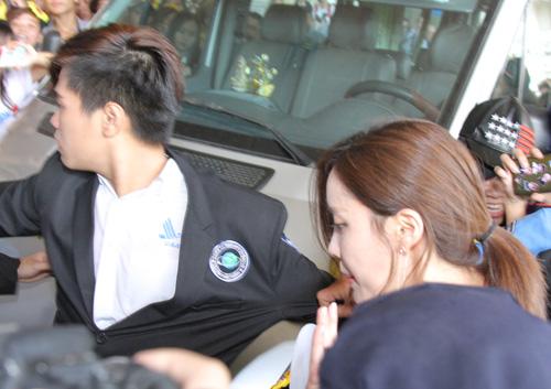 T-ara hoảng sợ vì fan Việt gây náo loạn sân bay - 5