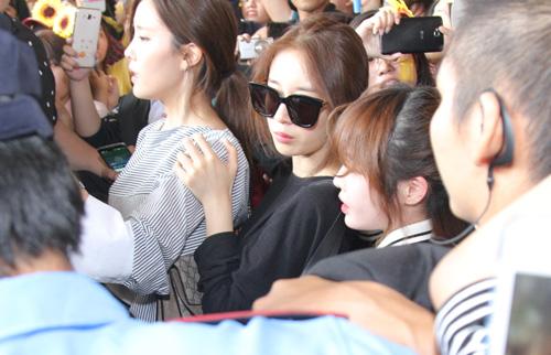 T-ara hoảng sợ vì fan Việt gây náo loạn sân bay - 3