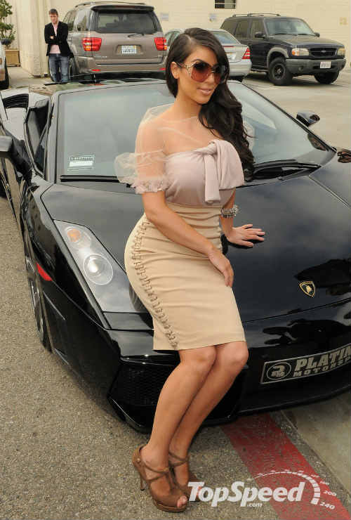 Ngắm dàn siêu xe của siêu vòng 3 Kim Kardashian - 2