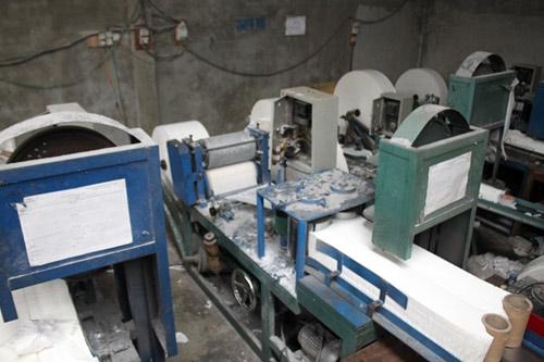 Xưởng sản xuất giấy vệ sinh làm giả 2 tấn nhãn mác - 2