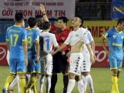 Tin bên lề bóng đá - HLV Minh Đức nói Văn Quyết không đẩy, trọng tài tự ngã