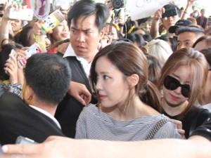 T-ara hoảng sợ vì fan Việt gây náo loạn sân bay