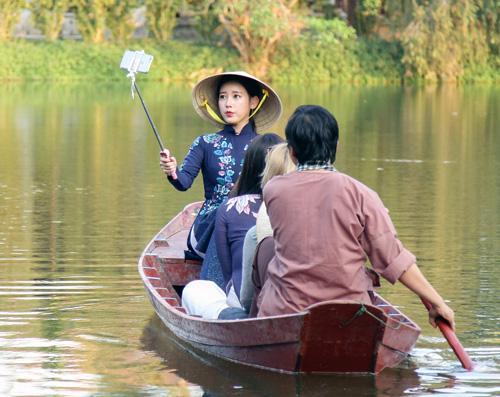 T-ara đẹp hút hồn khi diện áo dài ở Việt Nam - 6