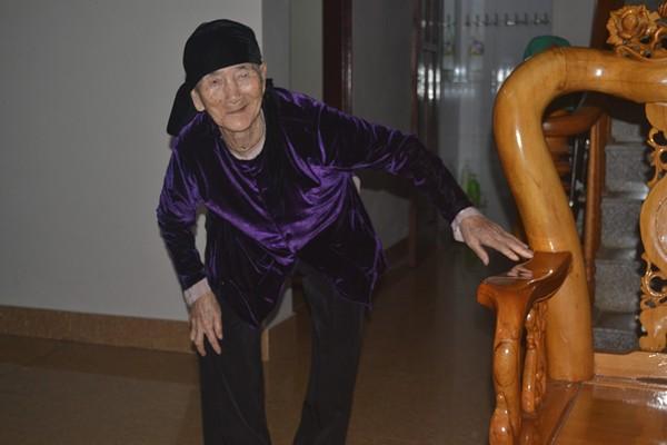 """Cuộc sống của cụ bà 107 tuổi """"30 năm chưa biết đến viên thuốc"""" - 1"""