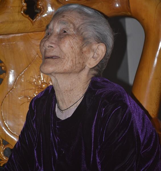 """Cuộc sống của cụ bà 107 tuổi """"30 năm chưa biết đến viên thuốc"""" - 11"""