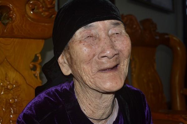 """Cuộc sống của cụ bà 107 tuổi """"30 năm chưa biết đến viên thuốc"""" - 12"""