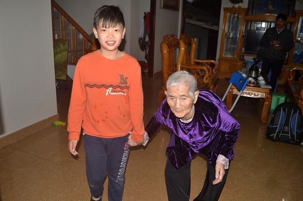 """Cuộc sống của cụ bà 107 tuổi """"30 năm chưa biết đến viên thuốc"""" - 2"""