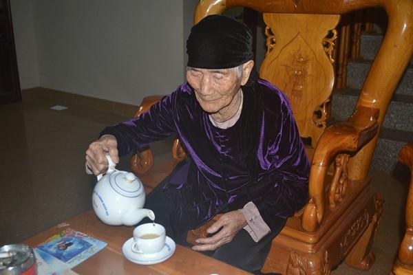 """Cuộc sống của cụ bà 107 tuổi """"30 năm chưa biết đến viên thuốc"""" - 4"""