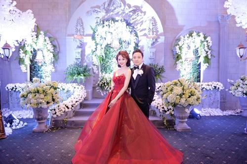 Không gian cưới như trong lâu đài cổ của Đinh Ngọc Diệp - 1