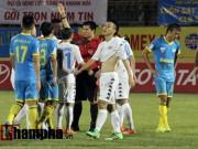 Ngôi sao bóng đá - Xô ngã trọng tài, Văn Quyết bị loại khỏi đội tuyển VN