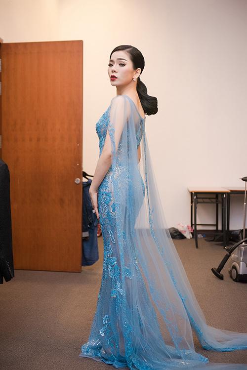 Váy hot nhất tuần: Đầm xuyên thấu kỳ công của Lệ Quyên - 4