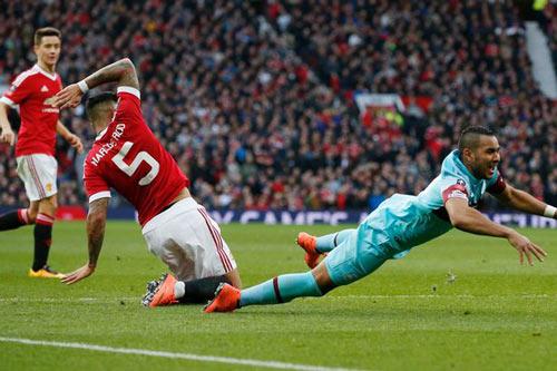 Cầu thủ MU không đủ trình đá chính cho West Ham - 3