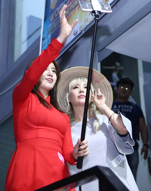 Fan Việt rượt đuổi T-ara khiến đường phố tắc nghẽn - 13